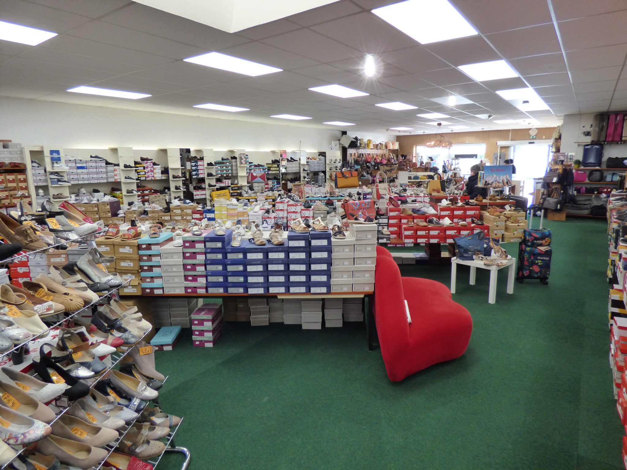 lot-2-commerces-de-chaussures-et-maroquinerie